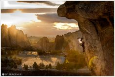 Paul Trendler climbs Rampage in the Marsupials at Smith Rock State Park, Oregon. Smith Rock Oregon, State Of Oregon, Camping Photography, Rock Climbing, Sport Climbing, Park Photos, And So The Adventure Begins, Camping Life, Extreme Sports