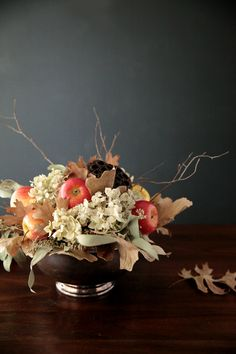 DIY Fall Centerpiece with Apples | http://handmademood.com