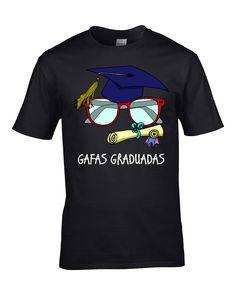 Nuestra diseñadora favorita is back...  Seguramente no lo sabeis pero cuando vais a la optica a comprobaros la vista, cuando pedís unas gafas empieza toda una aventura para una gafa ya que pasa por un periodo de estudio y posterior graduacion. Hasta que no se graduan las gafas no llegan, se ven sometidas a una fuerte presion. Acaso, ¿por que creiais que tardan tanto en llegar las gafas desde que se piden?  http://www.lacamisetaoriginal.com/divertidas/gafas-graduadas-p-7215.html