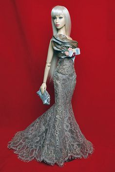 https://flic.kr/p/7uk3Ju | Enchante | Evening gown of taupe Chantilly lace designed for Challenge 5 On the Red Carpet of the CDDC