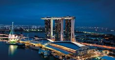 Marina Bay Sands - merupakan salah satu ikon di industri pariwisata Singapura, menjulang tinggi diatas teluk serta menawarkan kemewahan yang meliputi sebuah kolam renang atap tanpa batas, pilihan restoran yang lengkap dan mewah serta sebuah kasino kelas dunia. Marina bay sands hotel terdiri dari tiga bangunan hotel mewah yang terhubung dengan teras di lantai tertinggi yang indah, Sands Sky Park. #SGTravelBuddy