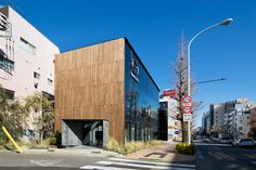 Mazda Showroom by Supose Design Office