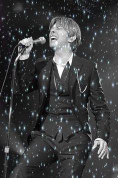 Sprinkle that stardust on me ; David Bowie Starman, David Bowie Art, David Bowie Pictures, The Thin White Duke, I Love You Forever, Purple Rain, Falling Down, David Jones, The Man
