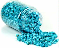 Icy blue and white popcorn in clear containers to decorate your Disney Frozen party!  And sooo yummy!