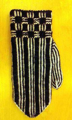 HV-skolan Stickresan Tvåändsstickning Karin Kahnlund Knitting Stitches, Knitting Patterns, Knit Mittens, Twine, Fingers, Ravelry, Cowl, Knit Crochet, Gloves