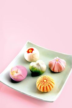 japancandybox: ❤ Japan Candy Box ❤ The Sweetest Monthly Japanese Candy Subscription Box ❤ Japanese Treats, Japanese Food Art, Japanese Candy, Wagashi Japonais, Desserts Japonais, Japanese Pastries, Japanese Wagashi, Japanese Tea Ceremony, Beautiful Desserts