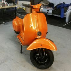 Vespa v50 primavera orange black sf smallframe