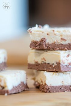 30 Best Tasting Keto Fat Bombs (Cookie Dough, Cheesecake, 3 ingredient & more!) – Savvy Honey These keto chessecake fat bombs are AMAZING! Now I have some easy low carb fat bomb recipes to make for dessert on my ketogenic diet! Cheesecake Fudge Recipe, Mocha Cheesecake, Keto Fudge, Low Carb Cheesecake, Fudge Recipes, Dessert Recipes, Keto Recipes, Dessert Ideas, Blueberry Cheesecake