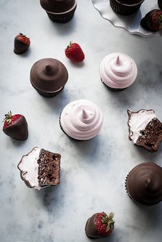 A twist on the chocolate covered strawberry. Chocolate cupcakes, with chocolate strawberry ganache, topped with strawberry frosting and chocolate dipped Yummy Treats, Delicious Desserts, Sweet Treats, Yummy Food, Cupcake Recipes, My Recipes, Dessert Recipes, Picnic Recipes, Baking Desserts