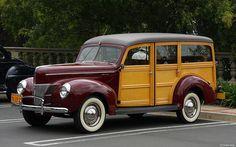 1940 Ford Deluxe woodie - maroon