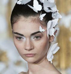 Paupières blanches sur le défilé Haute Couture Alexis Mabille