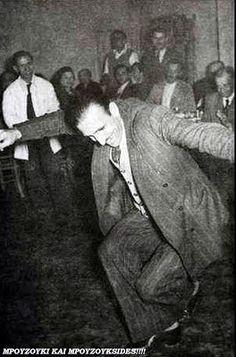 MPOYZOYKI KAI MPOYZOYKSIDES!!!!: Ζεϊμπέκικο % Στιγμές από τη φωνή της ψυχής - Ο μοναχικός θρήνος (Φωτο) Rare Photos, Old Photos, Guy Dancing, Greece Pictures, Greek Music, Kai, Joy Of Life, Action Poses, Athens Greece