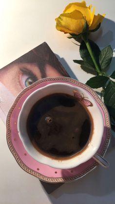 Coffee Is Life, I Love Coffee, My Coffee, Coffee And Books, Coffee Art, Ramadan Crafts, Coffee Instagram, Fairy Cakes, Coffee Photography