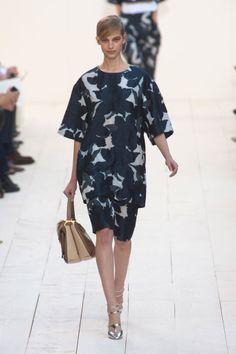 Chloé Parigi - Spring Summer 2013 Ready-To-Wear - Shows - Vogue. London Fashion Weeks, Fashion Week Paris, Milano Fashion Week, Fashion Show, Fashion Design, Women's Fashion, Chloe, Modest Fashion, Fashion Outfits