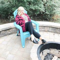All the Lazy Sunday Fall vibes going on. Thanks to #lularoelucille my oversized boyfriend sweater.  #lularoe #lularoeselena #lularoedelaware #lovehooyouare #fallvibes #fallfashion #fashioniver40 #sundayvibes #fall #fashionista #instafashion #ootd #shopsmall #delawaresmallbusiness