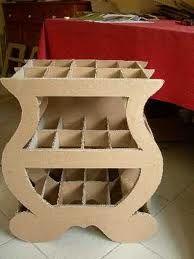 Un meuble en carton de l'intérieur.