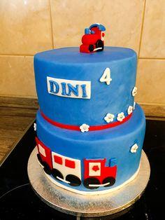 Choclate cake with strawbery😊 kis cake! 🎂 #munyisut 😋😍👦🏼