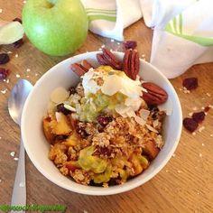 Gyömbéres almás crumble Acai Bowl, Oatmeal, Breakfast, Food, Acai Berry Bowl, The Oatmeal, Morning Coffee, Rolled Oats, Essen