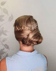 """33 tykkäystä, 1 kommenttia - Sandi Moilanen (@hairmakeup_sandi) Instagramissa: """"Sivunutturaa häävieraalle 😍💕 ihanaa, kun on vihdoinkin juhlia! Mä niin myötöelän näitä juhlijoita…"""" Hair, Instagram, Fashion, Moda, Fashion Styles, Fashion Illustrations, Strengthen Hair"""