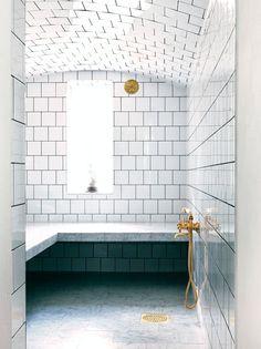 White marble Bathroom with Brass Fixture, white bathroom with marble and white tiles Bad Inspiration, Bathroom Inspiration, Home Interior, Interior Design, Bauhaus Interior, Interior Sketch, French Interior, Interior Modern, Minimalist Interior