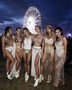 Coachella-Outfits, Festival-Outfits, Festival-Mode, Damenmode, via Lisa Lee Festival Looks, Festival Mode, Edm Festival, Festival Style, Festival Wear, Hippie Festival, Music Festival Outfits, Music Festival Fashion, Coachella Festival