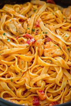 This elegant and creamy Fettuccine with Roasted Pepper Sauce and Chicken is made in under 30 minutes and requires just 6 ingredients. Your guests and family members will love it! ❤ COOKTORIA.COM