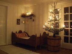 Christmas Open House, Swedish Christmas, Christmas Bedroom, Scandinavian Christmas, Scandinavian Home, Country Christmas, Simple Christmas, Christmas Home, Vintage Christmas
