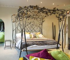 Roses & Ivy Four Poster Bed: Gold roses & latticed headboard / Jaz Asbury