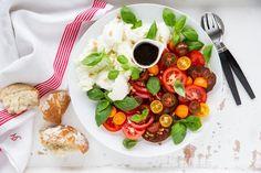 Caprese eli tomaatti-mozzarellasalaatti - Reseptit - Maaseudun Tulevaisuus Caprese Salad, Food, Essen, Meals, Yemek, Insalata Caprese, Eten
