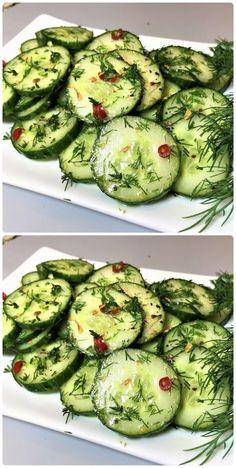 Бомбически вкусный салат из огурцов в пакете Der Salat ist sehr einfach zuzubereiten, man kann ihn auch in der Natur zubereiten. Cucumber Recipes, Cucumber Salad, Diet Recipes, Cooking Recipes, Healthy Recipes, Good Food, Yummy Food, Tasty, Puff Pastry Recipes