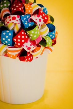 Ribbon bouquet - simple, easy party decor! #kidsparty