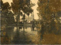Zo zag de keersluis in de #Dommel eruit in 1927-1928 ter hoogte van de #Wal waar nu gewerkt wordt aan renovatie van de Dommelbrug. Auteur: Arnold van der Heijden - collectie RHCe
