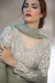 Stunning Nadia khan in grey pakistani formal Pakistani Couture, Pakistani Bridal, Pakistani Outfits, Indian Outfits, Indian Attire, Bridal Outfits, Bridal Dresses, Party Dresses, Kaftan