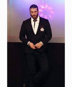 Turkish Men, Turkish Actors, Beautiful Men Faces, Gorgeous Men, Dark Haired Men, Mens Fashion Wear, How To Look Handsome, Awesome Beards, Man Bun