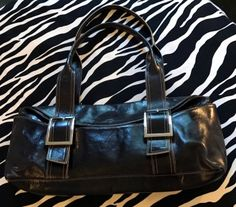 Gorgeous, luxury leather handbag in MINT condition. Kenneth Cole Handbags, Vintage Designer Clothing, Black Leather Handbags, Vintage Handbags, Vintage Designs, Messenger Bag, Diaper Bag, Vintage Outfits, Satchel