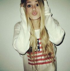 Image via We Heart It #blonde #blondehair #clothes #fashion #girl #grunge #hair #makeup #preppy #pretty #random #straighthair #style #teenager #urban #weird #followme #tumblrgirl