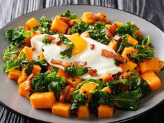 Fresh vegetables, silky smooth egg, and salty, crunchy bacon. Fodmap Diet, Low Fodmap, Chicken Coconut Soup, Diet Recipes, Healthy Recipes, Yummy Recipes, Salad With Sweet Potato, Veggie Soup, Bone Broth