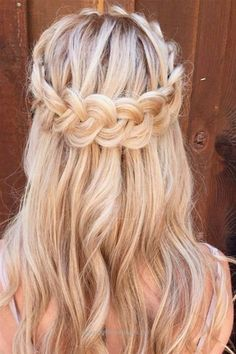 Pretty Half up half down hairstyles - partial updo wedding hairstyle is a great options for the modern bride from flowy boho and clean contemporary,half down half up braided hairstyle with curls,alf up half down straight hair (hair half up bangs) Braid Half Up Half Down, Wedding Hairstyles Half Up Half Down, Wedding Hair Down, Down Hairstyles, Easy Hairstyles, Straight Hairstyles, Girl Hairstyles, Romantic Hairstyles, Updo Hairstyle