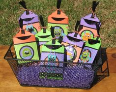 Annette's Creative Journey: Halloween Treat Holder 2. Great for school treat bag. #Cricut