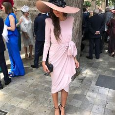 Love the pink Melbourne Cup Fashion, Derby Outfits, Outfits With Hats, Kentucky Derby Outfit, English Dress, Royal Clothing, Classy Women, Wedding Party Dresses, Costume Accessories