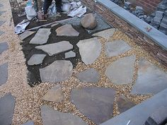 Ultimate Deck And Patio Area Retreat For Easy Living – Outdoor Patio Decor Pea Gravel Patio, Gravel Landscaping, Flagstone Patio, Patio With Pavers, Landscaping Ideas, Slate Patio, Patio Slabs, Gravel Garden, Brick Patios