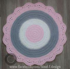 שטיח סרוג 'Baby Pink' ורוד בייבי קוטר 1 מ' | NEAT - סרוגים מעוצבים | מרמלדה מרקט Baby Dyi, Mandala, Rugs, Crochet, Diy, Home Decor, Knitting, Trapillo, Crocheting