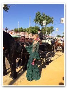 María León con vestido de Pepa Garrido en la Feria de Sevilla