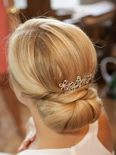 formal hair, bridal hair, updo, upstyle, bun, chignon