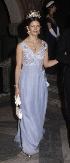 Nobel dinner 1979. Queen Silvia's diamond tiara and the Bernadotte diamond cross.