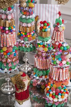 (Just this photo) DIY Christmas Candy Centerpieces make amazing and easy holiday decor. From the Babs Horner, Susan Palma book Sophistication is Overrated. Candy Land Christmas, Candy Christmas Decorations, Christmas Centerpieces, Christmas Treats, Christmas Holidays, Holiday Decor, Xmas, Candy Trees, Candy Centerpieces
