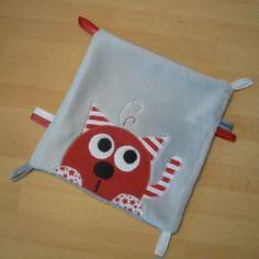 Doudou carré plat chat rouge gris - réservé