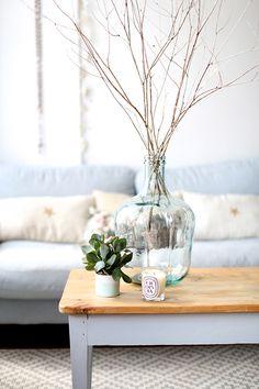 pour la table, pieds couleur poutres et table blanche