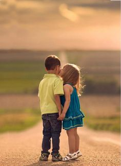 Love Kiss HD Wallpapers for Mobile Cute Kids Pics, Cute Baby Girl Pictures, Baby Girl Images, Cute Baby Couple, Cute Couples, Cute Babies, Sweet Couple, Love Couple Wallpaper, Cute Baby Wallpaper