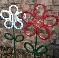 Horseshoe Flower Garden/Yard Art by LowerArkCrafts on Etsy